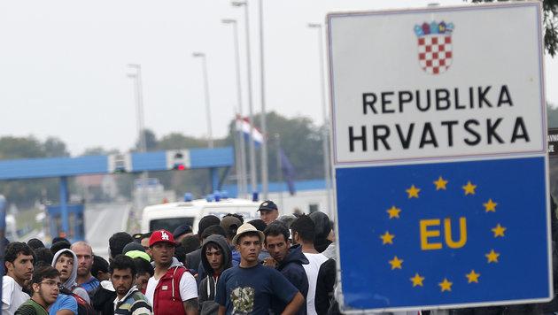 Kroatien und Serbien öffnen Grenzübergänge wieder (Bild: AP)