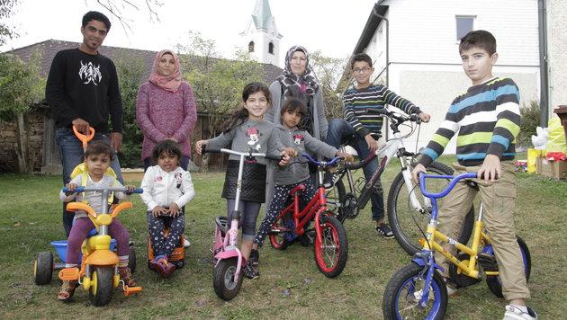 Dunja (am rosa Roller) lebt mit Mama und drei Brüdern mit einer irakischen Familie in Haibach/D. (Bild: Markus Schütz)