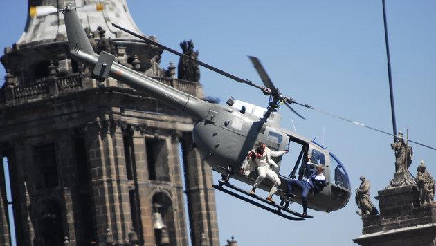 War vergleichsweise billig: der Kampf auf der Hubschrauberkufe über einer mexikanischen Kleinstadt. (Bild: AP)