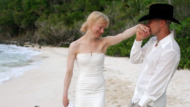So romantisch war die Strandhochzeit von Renee Zellweger und Kenny Chesney. (Bild: Viennareport)