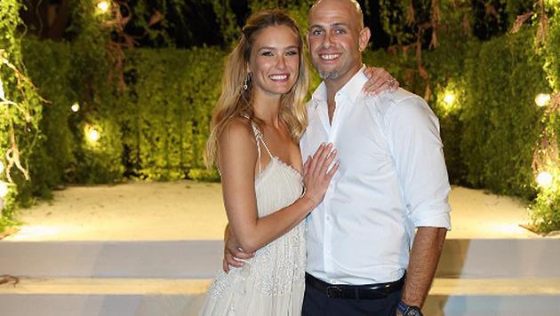 Bar Refaeli zeigt ihr erstes Hochzeitsfoto. (Bild: instagram.com/barrefaeli)