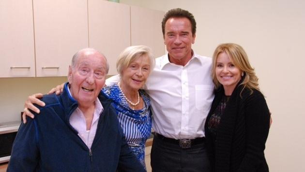"""Arnie streute Gerstl Rosen: """"Es gibt niemanden, der mit 92 so wunderbar singen kann wie du, Fredi!"""" (Bild: Privat)"""