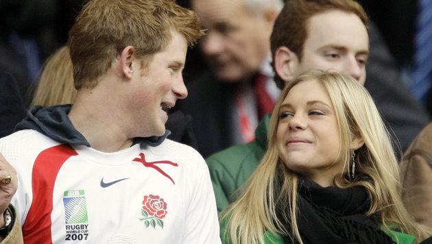 Prinz Harry mit Chelsy Davy 2008 bei einem Rugby-Match: Die beiden waren von 2004 bis 2011 ein Paar. (Bild: AP)