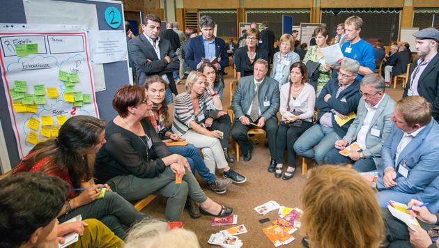 Bürgermeister in Alpbach beim Austausch von Erfahrungen und Ratschlägen zur Flüchtlingsaufnahme (Bild: Philipp Naderer/EuropŠisches Forum Alpbach)