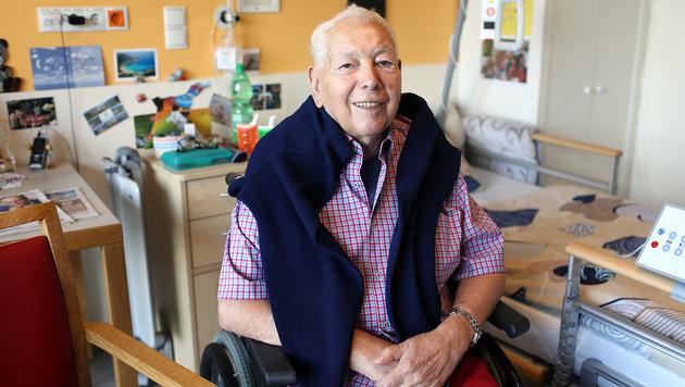 Herr Artner wohnt seit zwei Jahren im Pflegewohnheim. Seine Frau kommt täglich vorbei. (Bild: Gerhard Bartel)