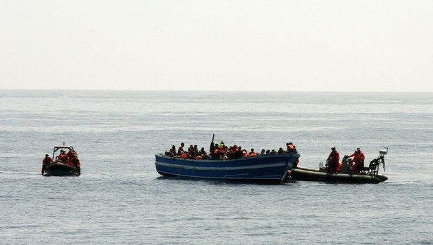 """""""�sterreich wird zur riesigen Asyl-Wartezone"""" (Bild: APA/EPA/PAO/Mittelmeer/HANDOUT)"""