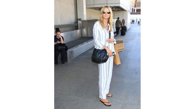 Heidi Klum wartet am Flughafen auf ein Taxi. (Bild: Viennareport)