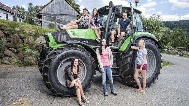 Roman und die fünf Damen seiner Wahl (Bild: ATV/ERNST KAINERSTORFER)