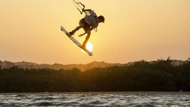Kitesurfen - zwischen Himmel und Wasser fliegen (Bild: Stefan Spiessberger)