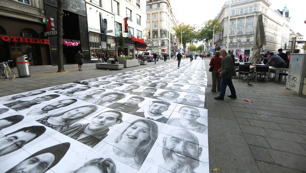 Rutschiger Foto-Teppich in Wien: Mehrere Verletzte (Bild: Gerhard Bartel)