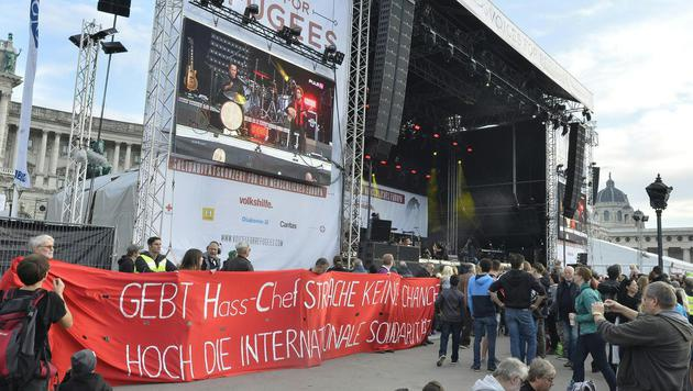 "100.000 bei ""Voices for Refugees"" in Wien (Bild: APA/HERBERT PFARRHOFER)"
