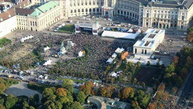 "100.000 bei ""Voices for Refugees"" in Wien (Bild: APA/…AMTC)"