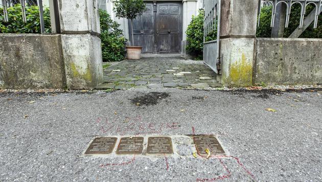 Ein Asylwerberheim sowie Plätze im jüdischen Viertel von Hohenems wurden Anfang Oktober beschmiert. (Bild: APA/STIPLOVSEK DIETMAR)