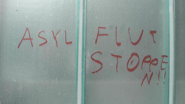 Die Parole an der Wand des Asylwerberheims (Bild: LPD VORARLBERG)