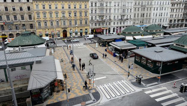 Neue Begegnungszone am Wiener Naschmarkt (Bild: APA/ROLAND SCHLAGER)