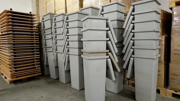 Wien: Auslieferung von 2400 Wahlzellen begonnen (Bild: APA/ROLAND SCHLAGER)
