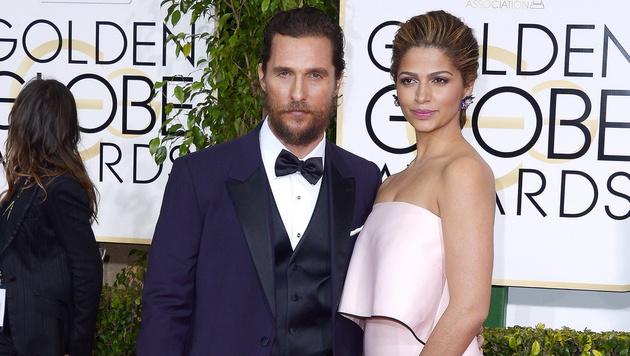 Matthew McConaughey mit seiner Ehefrau Camila Alves (Bild: APA/EPA/PAUL BUCK)