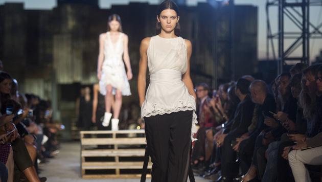 In New York gehörte Kendall Jenner zu den Models der Givenchy-Schau. (Bild: AP)