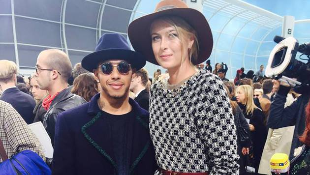 Auf der Paris Fashion Week sieht Lewis Hamilton neben Maria Scharapowa richtig klein aus... (Bild: Facebook.com/MariaSharapova)
