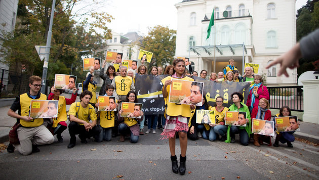 Ensaf Haidar bei der von Amnesty International organisierten Solidaritätskundgebung (Bild: APA/GEORG HOCHMUTH)