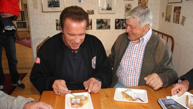 Arnold Schwarzenegger bei seinem Besuch in seinem Museum in Thal bei Graz. (Bild: Christian Jauschowetz)