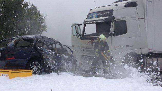 Der Lenker des Autos verbrannte im Wrack. (Bild: Thomas Lenger)