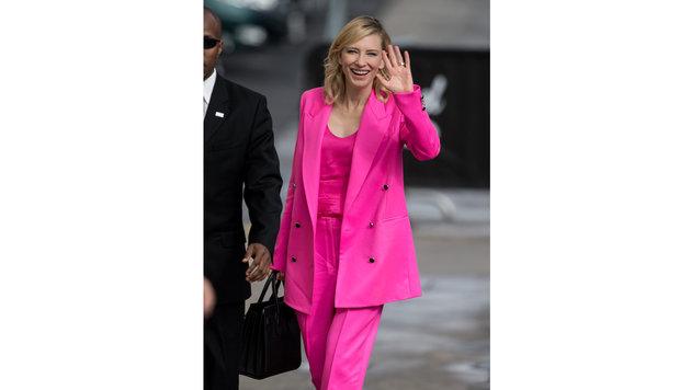 Cate Blanchett in einem knallpinken Hosenanzug. (Bild: Viennareport)