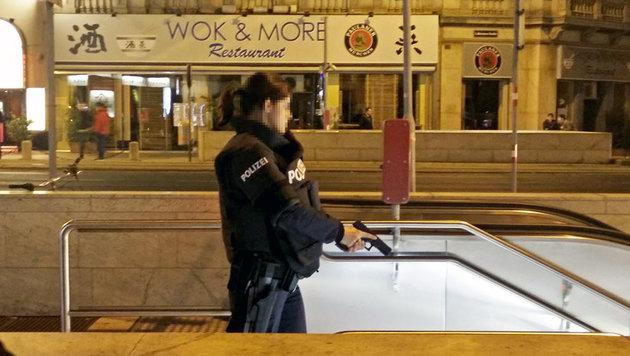 Unbekannter hantierte mit Gewehr in Wiener U-Bahn (Bild: Judith Denkmayr)