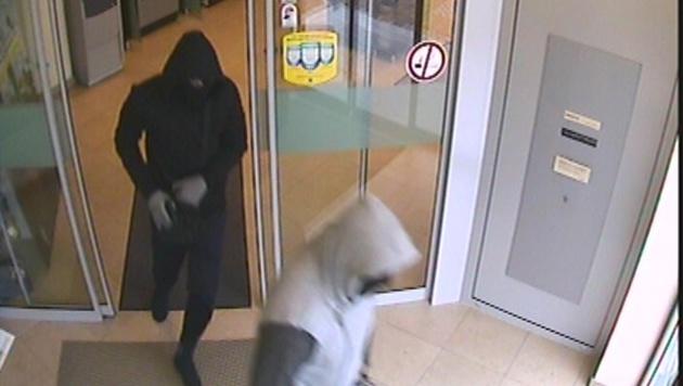 Duo nach bewaffnetem Banküberfall geflüchtet (Bild: LPD Burgenland)