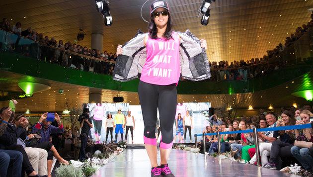 Anna Fenninger als Laufsteg-Model bei der ÖSV-Einkleidung (Bild: APA/EXPA/JOHANN GRODER)