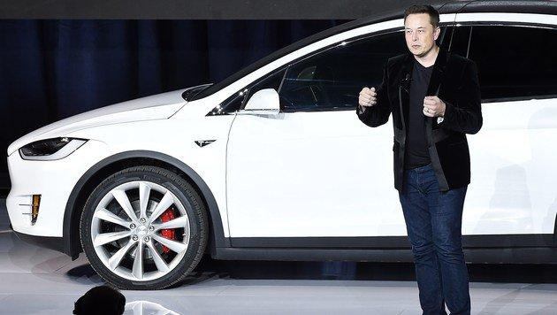 Elon Musk beschwichtigt nach weiterem Tesla-Crash (Bild: APA/AFP/SUSANA BATES)