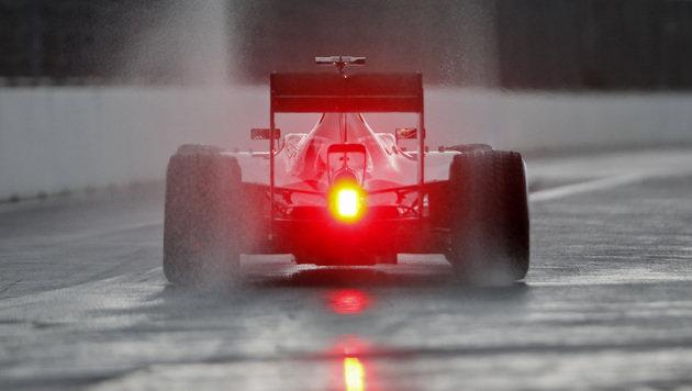 F1 von Feuerwehr und Dauerregen ausgebremst (Bild: AP)