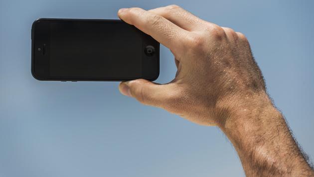 Inder beim Selfie-Schießen von Zug überfahren (Bild: Thinkstockphotos.de)