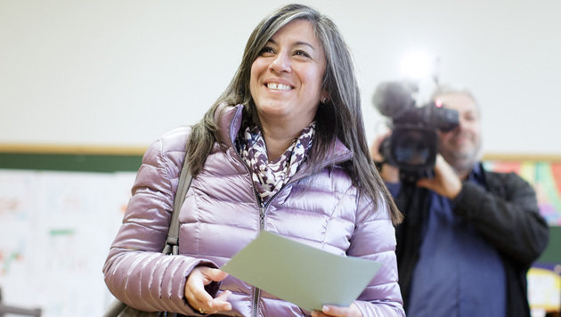 Grünen-Chefin Vassilakou bei der Stimmabgabe (Bild: APA/Georg Hochmuth)