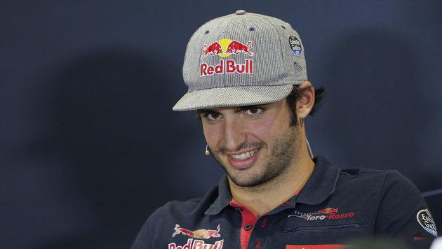 Carlos Sainz fährt auch 2017 für Toro Rosso (Bild: APA/EPA/VALDRIN XHEMAJ)