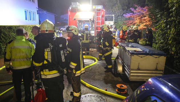 Haus in Brand: Drei Bewohner vor Feuertod gerettet (Bild: laumat.at/Matthias Lauber)