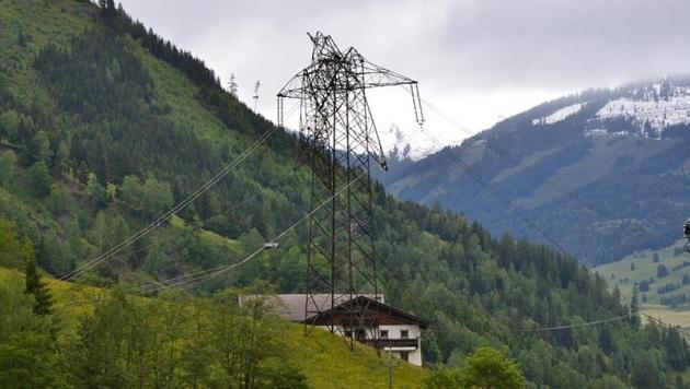 Höchst anfällig: Vom Sturm zerstörter 380er-Mast in Mittersill (Bild: Stadtgemeinde Mittersill)