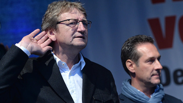 Schnell und Strache - damals noch beide bei der FPÖ. (Bild: APA/BARBARA GINDL)