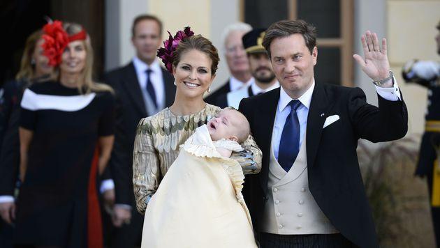 Prinzessin Madeleine mit Chris O'Neill und Söhnchen Nicolas (Bild: Claudio Bresciani/TT)
