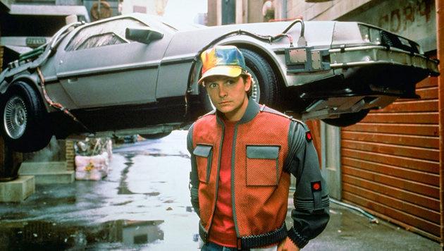 Am 21. Oktober 2015 um 16.29 Uhr landet Marty McFly (Michael J. Fox) im kalifornischen Hill Valley. (Bild: ORF)