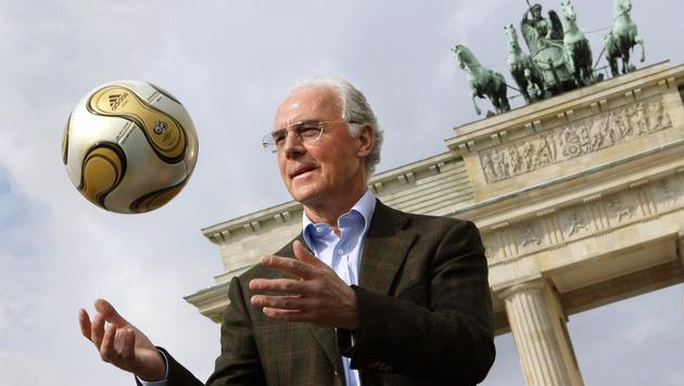Franz Beckenbauer kassierte für WM 2006 5,5 Mio. € (Bild: APA/dpa/Peer Grimm)