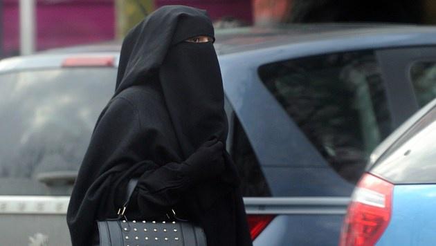 Niqab-Verbot für muslimische Schülerin rechtens (Bild: APA/AFP/PHILIPPE HUGUEN)