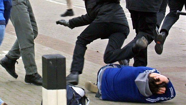 Fünf Bettler prügeln Asylwerber krankenhausreif (Bild: dpa/dpaweb/Ingo Wagner (Symbolbild))