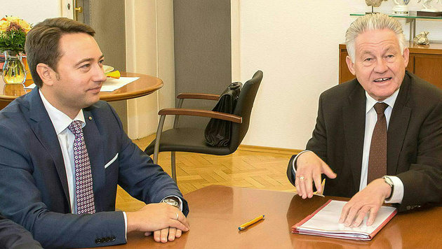 Manfred Haimbuchner (FPÖ, links) und Josef Pühringer (ÖVP) (Bild: APA/FOTOKERSCHI.AT/WERNER KERSCHBAUMMAYR)