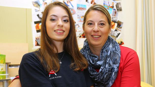 Vanessa Sahinovic mit ihrer Mutter, die ihr viel Kraft gibt (Bild: Christof Birbaumer / Kronenzeitung)