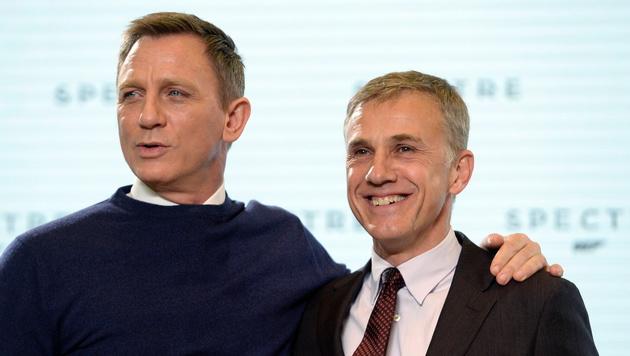Daniel Craig und Christoph Waltz (Bild: APA/EPA/FACUNDO ARRIZABALAGA)
