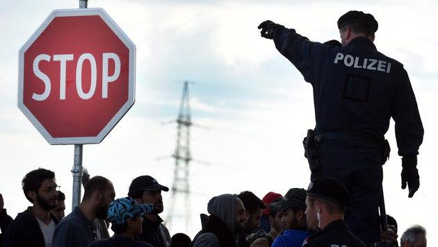 """Juncker: """"Es brennt an allen Ecken und Enden"""" (Bild: APA/EPA/HERBERT P. OCZERET)"""