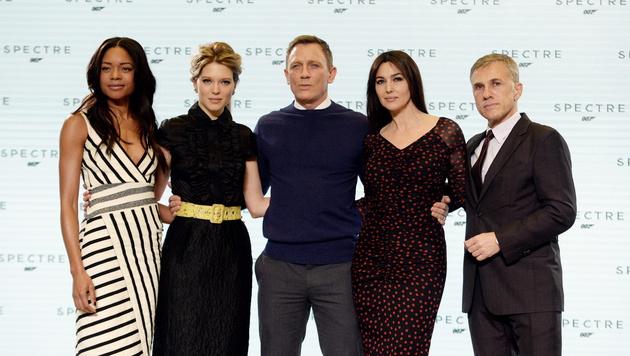 Naomi Harris, Lea Seydoux, Daniel Craig, Monica Bellucci, Christoph Waltz (Bild: APA/EPA/FACUNDO ARRIZABALAGA)