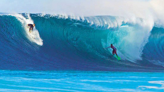 Hawaii ist dank spektakulärer Wellen seit Jahrzehnten ein Paradies für erfahrene Surfer. (Bild: AP)