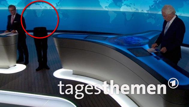 """""""Oben-ohne-Mann"""" spukt in TV-Nachrichten herum (Bild: twitter.com/tagesthemen)"""